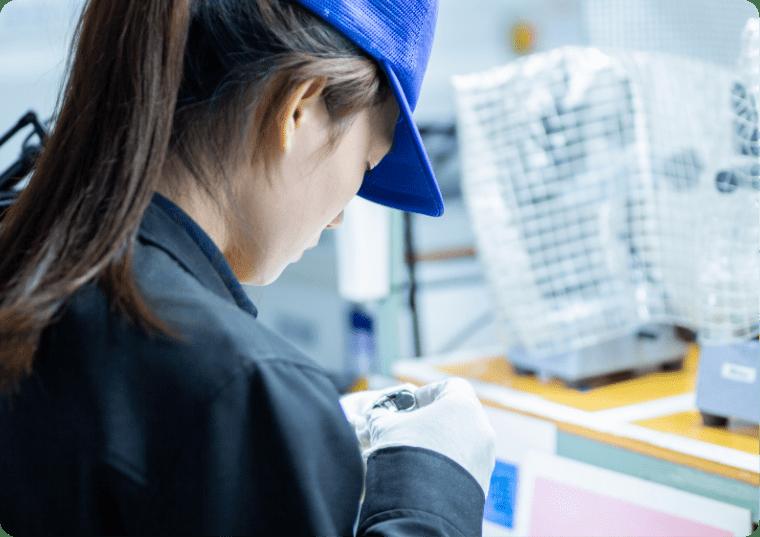 美容機器の部品を検査の写真